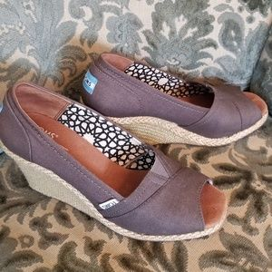 Toms wedges gray open-toe W7.5